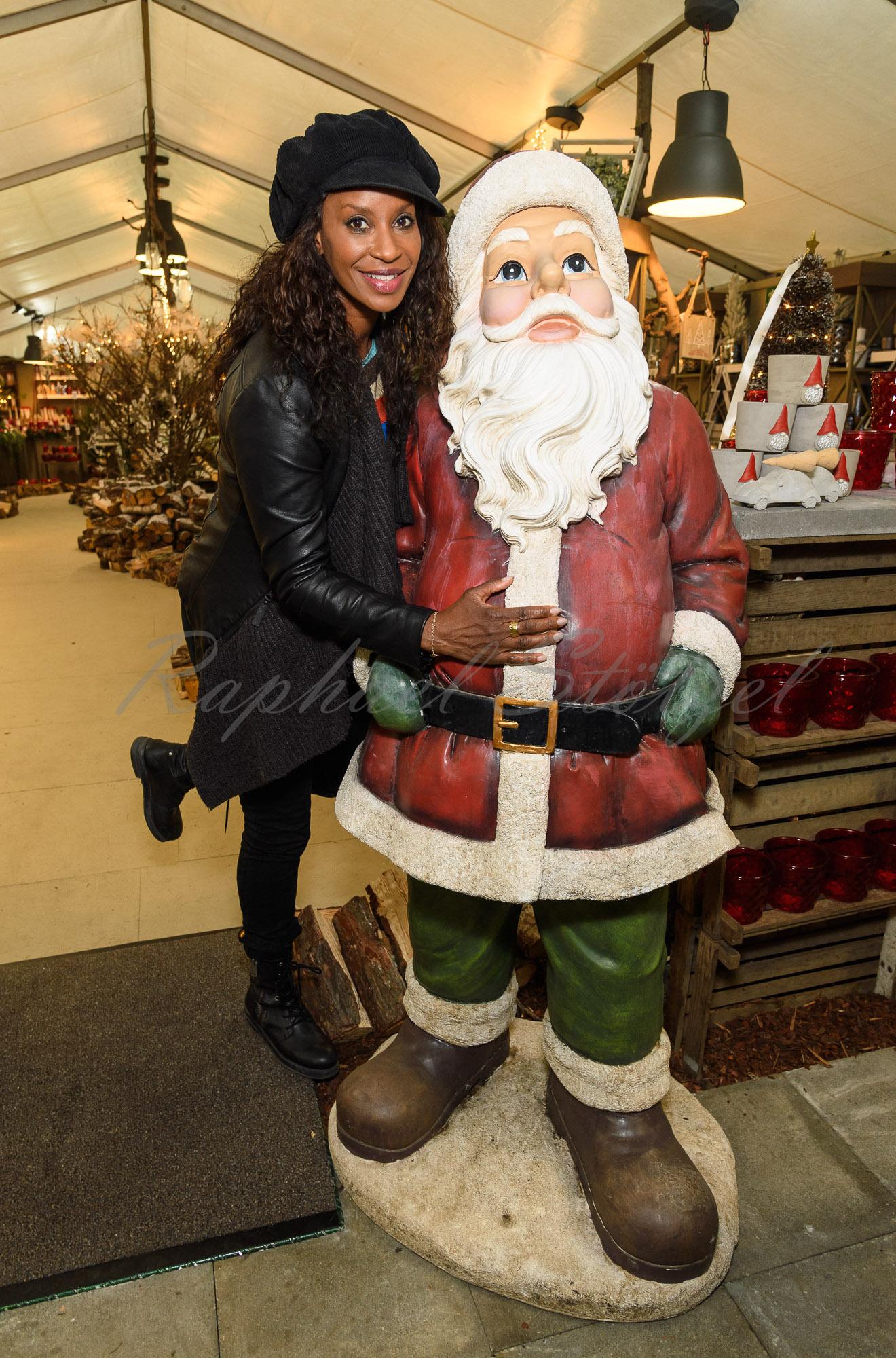 Liz Baffoe / Charityaktion für die Kinderhospizstiftung beim Weihnachtsmarkt in Köln am 17 November 2017